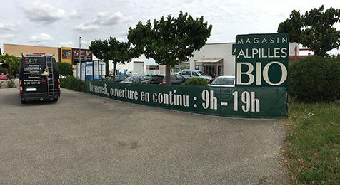 Réalisation d'une grande banderole pour le magasin Alpilles Bio à Saint-Rémy de Provence
