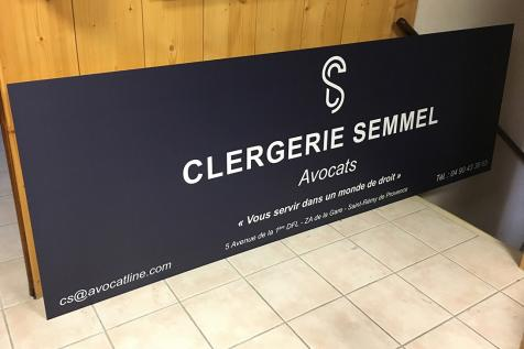 Panneau publicitaire pour le cabinet Clergerie Semmel Avocats à Saint-Rémy de Provence